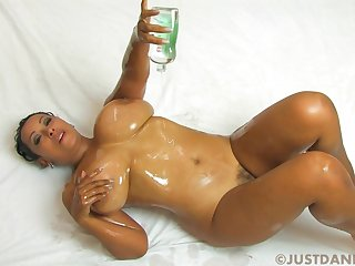 Big-Titted Redbone Housewife - Oil Solo