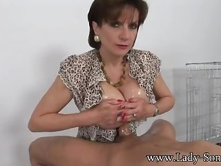 Sexy MILF gives titjob and blowjob like a pro