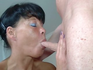 Old brunette mature has homemade sex with blowjob