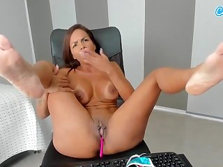 Lustful fitness bunny exciting webcam video