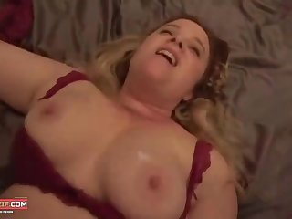 Hung Youngster Slides his One-Eyed Snake Inside BBW